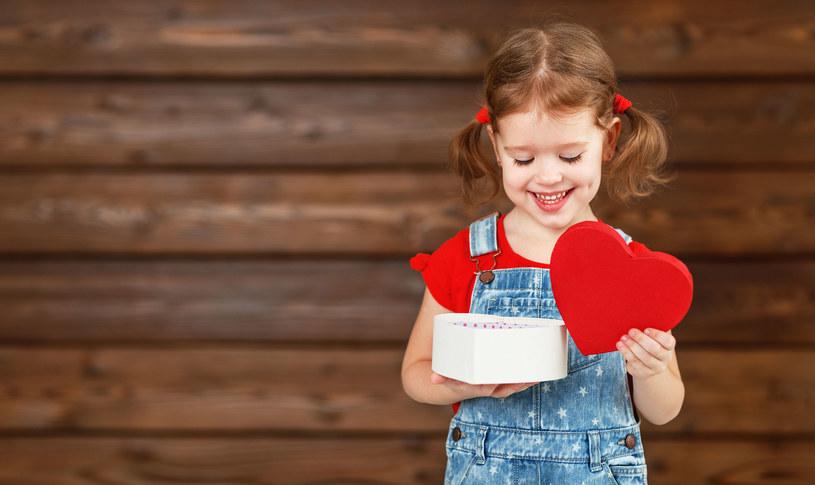 Zastanówmy się, co dajemy dziecku /123RF/PICSEL