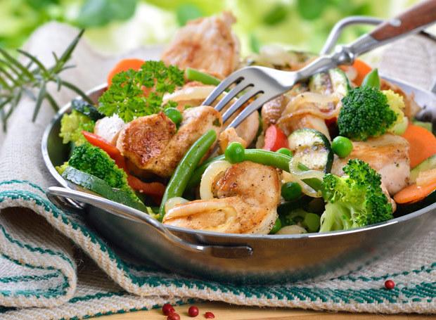 Zastąp białko pochodzącego z wieprzowiny i wołowiny - drobiem, rybami i fasolą /Picsel /123RF/PICSEL