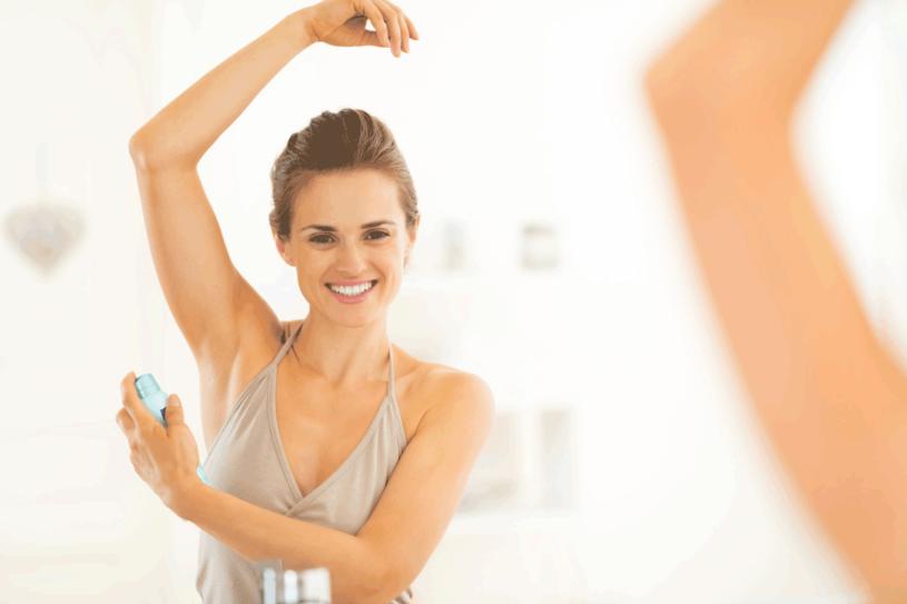 Zastąp dezodoranty naturalnymi metodami /123RF/PICSEL