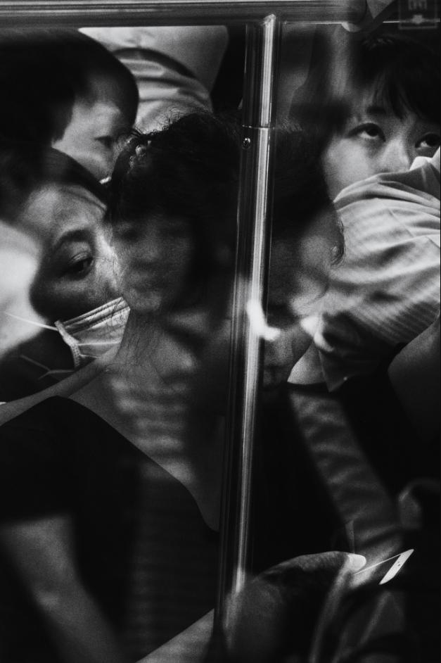 Zatłoczony peron Shinjuku – jednej z największych stacji kolejowych na świecie. Każdego dnia przewija się tam ok. 3,5 mln osób /Tomasz Lazar/ Freelancer /