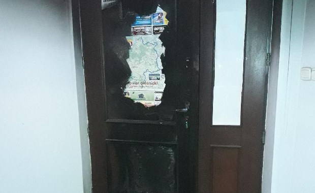 Zatrzymano podejrzewanego o podpalenie biura Kempy