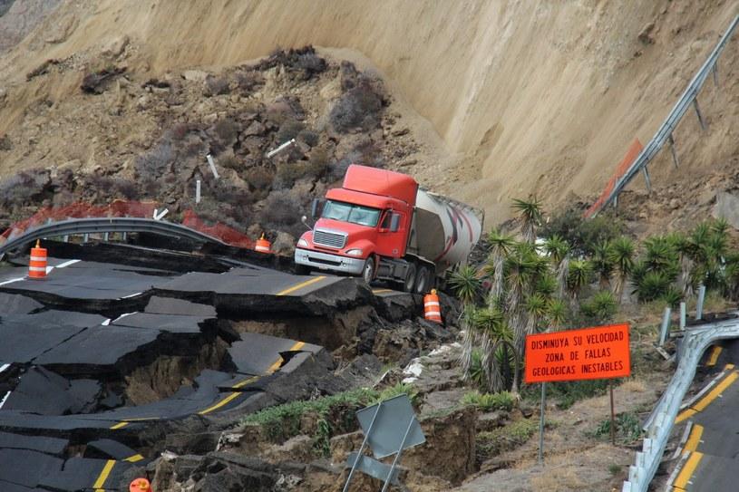 Zawalił się odcinek płatnej autostrady /PAP/EPA