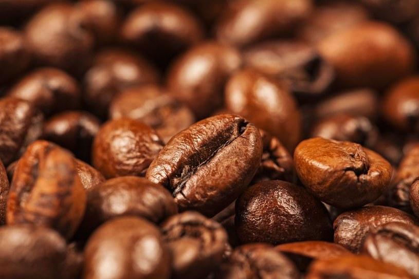 Zawarta w kawie kofeina sprawia, że napoje energetyczne są lepiej przyswajalne przez organizm /123RF/PICSEL