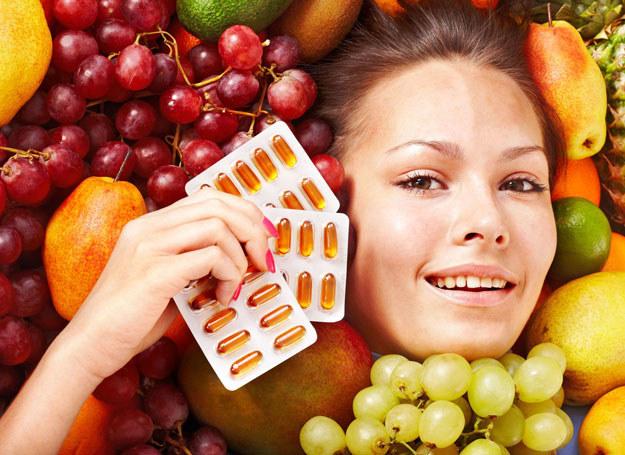 Zawarte witaminy w owocach i warzywach, mogą zastąpić niektóre tabletki /123RF/PICSEL