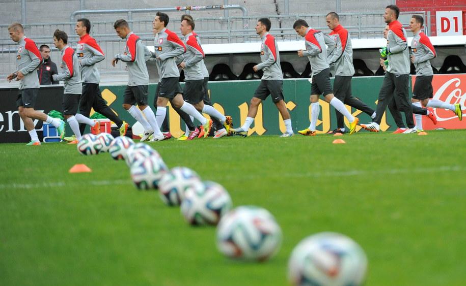Zawodnicy piłkarskiej reprezentacji Polski podczas treningu w Hamburgu /Bartłomiej Zborowski /PAP