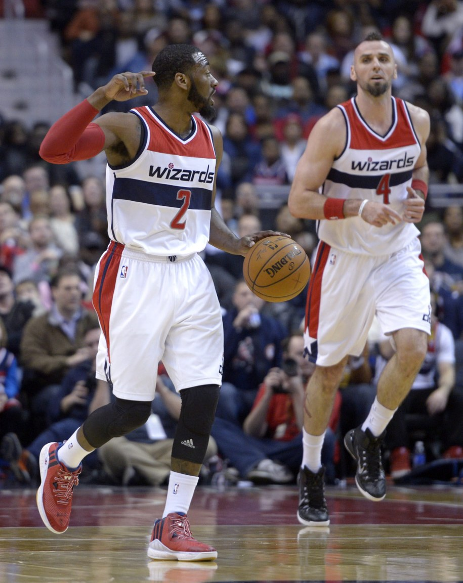 Zawodnicy Washington Wizards John Wall i Marcin Gortat w meczu z Oklahoma City Thunder /SHAWN THEW    /PAP/EPA