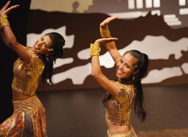 Zazdrościsz kobietom, które pięknie się poruszają i zalotnie kołyszą biodrami? /Getty Images/Flash Press Media