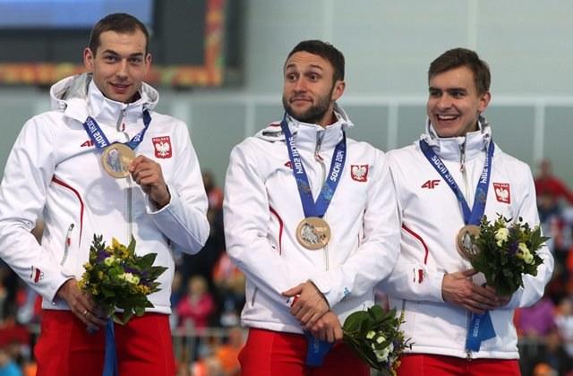 Zbigniew Bródka, Konrad Niedźwiedzki i Jan Szymański z brązowym medalem /Grzegorz Momot /PAP