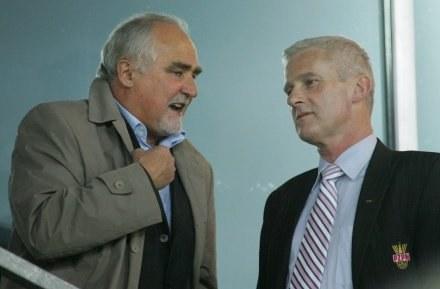 Zbigniew Koźmiński (rozmawia z prezesem Michałem Listkiewiczem), FOT. Marek Biczyk /Agencja Przegląd Sportowy