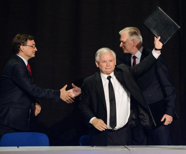 Zbigniew Ziobro, Jarosław Kaczyński i Jarosław Gowin /Jakub Kamiński   /PAP