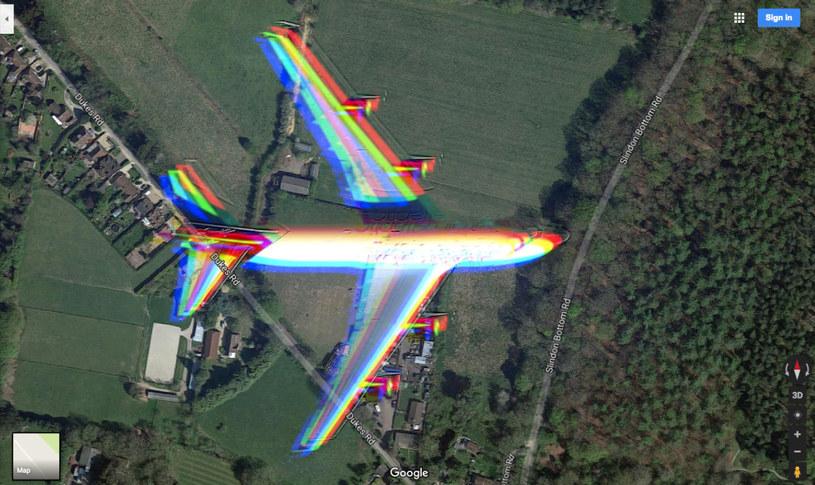 Zbliżenie samolotu uchwyconego na mapach Google /materiały prasowe