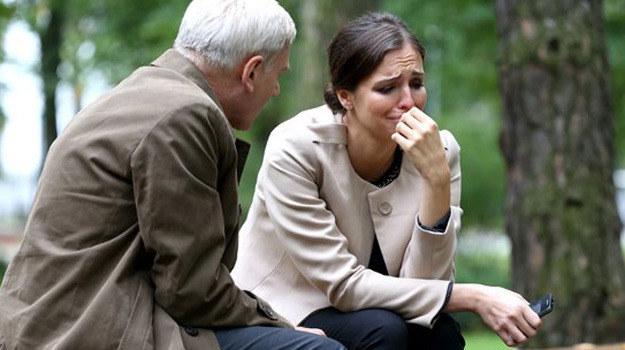 Zbyszek pocieszał prawniczkę, kiedy ta dowiedziała się, że jest w ciąży. /Agencja W. Impact