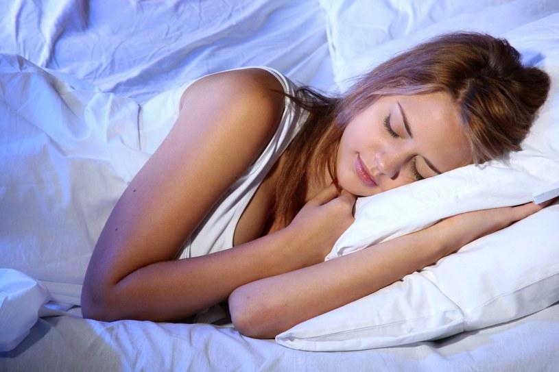 Zbyt długi sen wcale nie spowoduje, że będziemy bardziej wyspani /©123RF/PICSEL