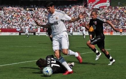 Zdaniem Maradony, Kaka odmieni oblicze drużyny Realu Madryt /AFP