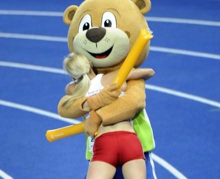 Zdaniem Niemców Anna Rogowska nie wiedziała, jak się cieszyć ze złotego medalu. /AFP