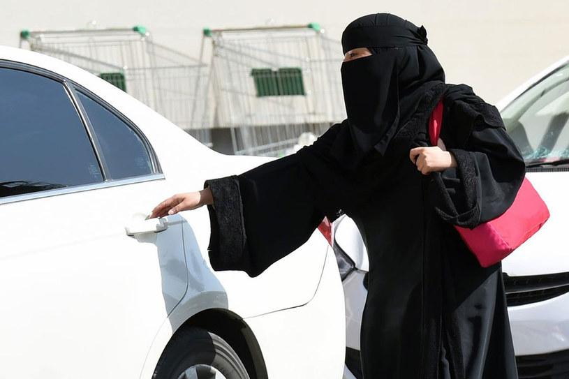 """Zdaniem rządzących Arabią szejków """"kierowanie autem źle wpływa na płodność i zdrowie kobiet"""". /East News"""