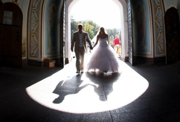 Zdecydowana większość młodych Polaków uważa, że ślub kościelny jest potrzebny /AFP