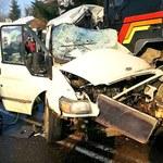 Zderzenie busa z tirem w Birczy. 2 osoby zginęły, są ranni