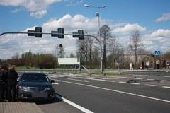 Zderzenie dwóch samochodów na drodze nr 94