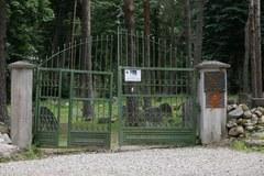 Zdewastowany zabytkowy meczet na Podlasiu