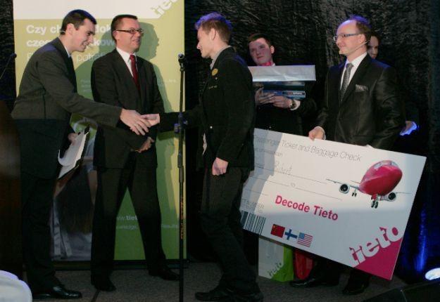 Zdjęcia z ceremonii wręczenia nagród laureatom konkursu Decode Tieto /materiały prasowe