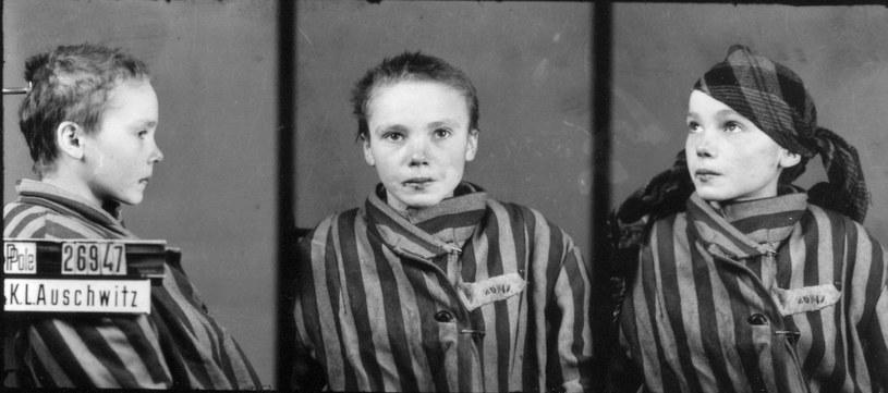 Zdjęcie Czesławy Kwoki wykonane w Auschwitz, pod koniec roku 1942 lub na początku 1943 przez Wilhelma Brasse /Wikimedia Commons /&nbsp