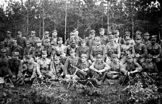 Zdjęcie grupowe żołnierzy podziemia /materiały prasowe