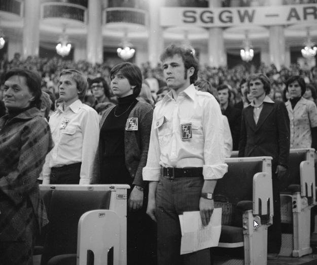 Zdjęcie ilustracyjne: Członkowie Socjalistycznego Związku Studentów Polskich podczas uroczystości inauguracji roku akademickiego /Z archiwum Narodowego Archiwum Cyfrowego