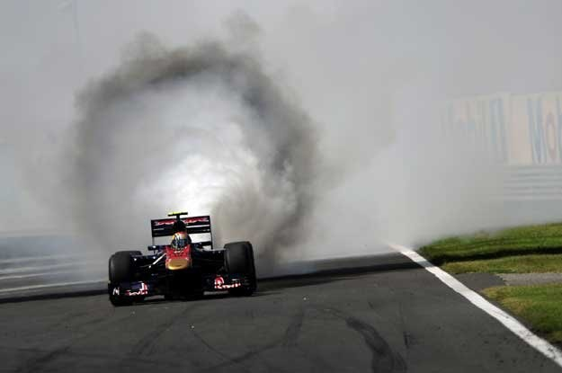 Zdjęcie Roku agencji AFP. Palące się Toro Rosso  Jaime Alguersuariego na  Hungaroringu /AFP