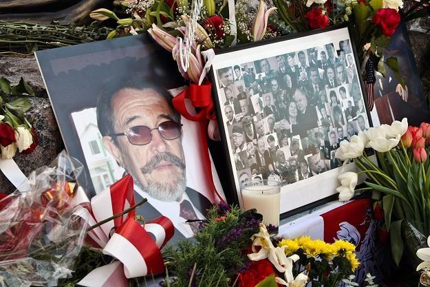 Zdjęcie W. Seweryna i innych ofiar katastrofy pod Pomnikiem Ofiar Katynia w Chicago, fot. M. Kondek /Agencja FORUM