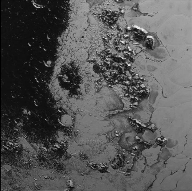 Zdjęcie wykonane 14 lipca kamerą LORRI z odległości 77 tysięcy kilometrów /NASA