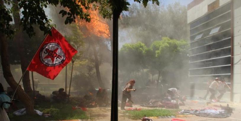 Zdjęcie z miejsca zdarzenia tuż po eksplozji /AFP