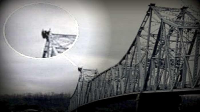 Zdjęcie z Silver Bridge w Point Pleasant, przedstawiające rzekomo Mothmana /Tajemnice-swiata.pl