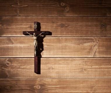 Zdjęła krzyż ze ściany i została ukarana