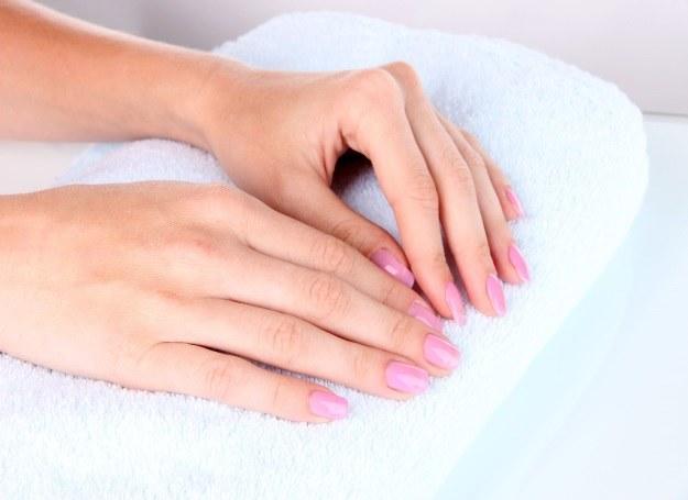 Zdrowe i piękne paznokcie to marzenie każdej z nas. Trochę wysiłku i możesz je spełnić! /123RF/PICSEL