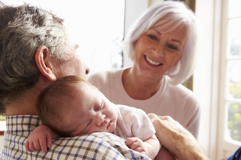 Zdrowie dziecka w rękach rodziców i ... dziadków /123RF/PICSEL