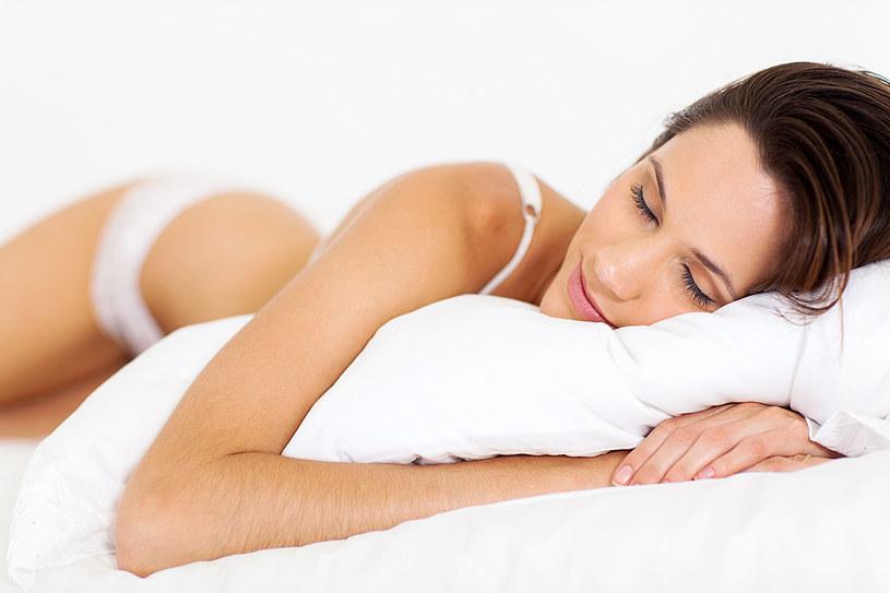 Zdrowy, głęboki sen to gwarancja zdrowia i najlepszy kosmetyk /©123RF/PICSEL