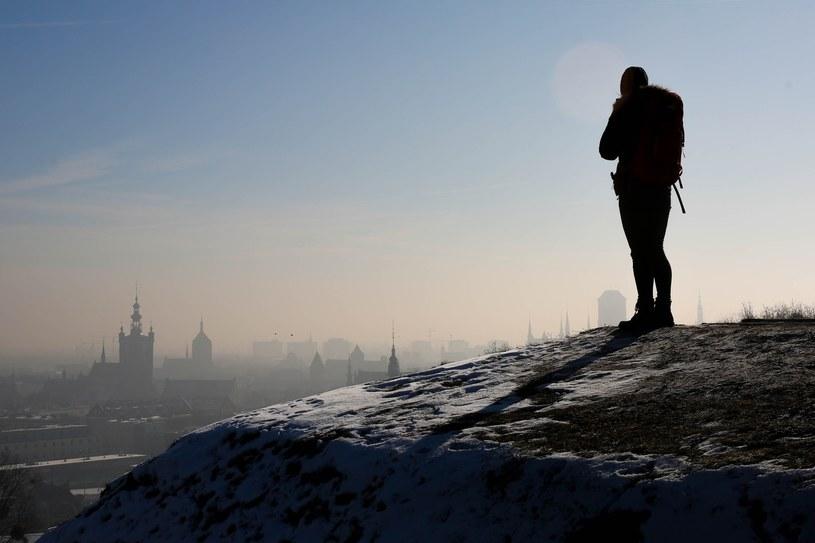 Ze smogiem zmaga się także Gdańsk, co roku przykrywany grubą chmurą zanieczyszczeń /Piotr Hukalo /East News