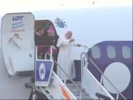 Ze stopni samolotu Jan Paweł II pobłogosławił Polskę i Polaków /RMF