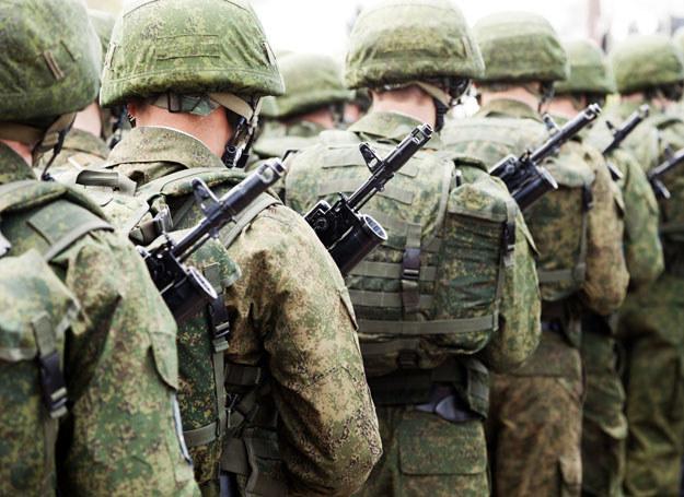 Ze względu na niższy wiek niż w całej populacji wśród żołnierzy mniejsze jest ryzyko udaru i zawału serca / Zdjęcie ilustracyjne /123RF/PICSEL