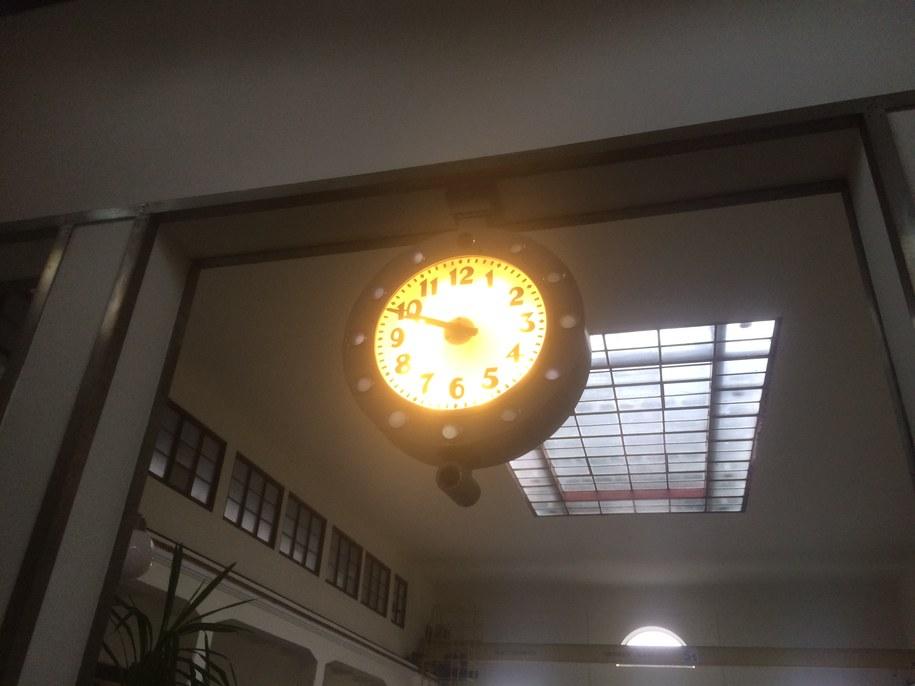 Zegar znajdujący się w Zakładzie Filtrów Pospiesznych na terenie Filtrów Warszawskich /Michał Dobrołowicz /RMF FM
