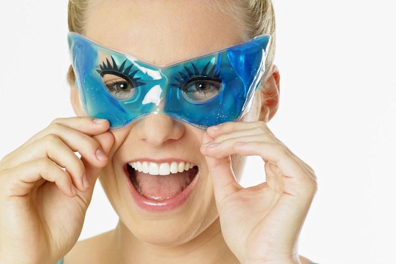 Żelowa maska jest doskonała na opuchliznę  /© Panthermedia