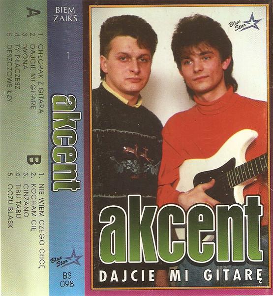 """Zenek Martyniun na okładce płyty Akcent """"Dajcie mi gitarę"""" z 1993 roku /"""