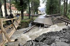 Zerwany most w Rajczy w Śląskiem