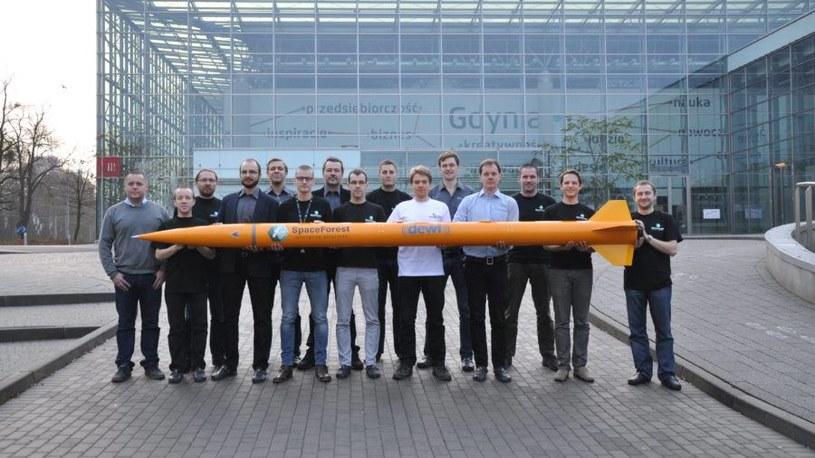 Zespół badawczy firmy SpaceForest z rakietą Candle-2. Fot. SpaceForest /Kosmonauta