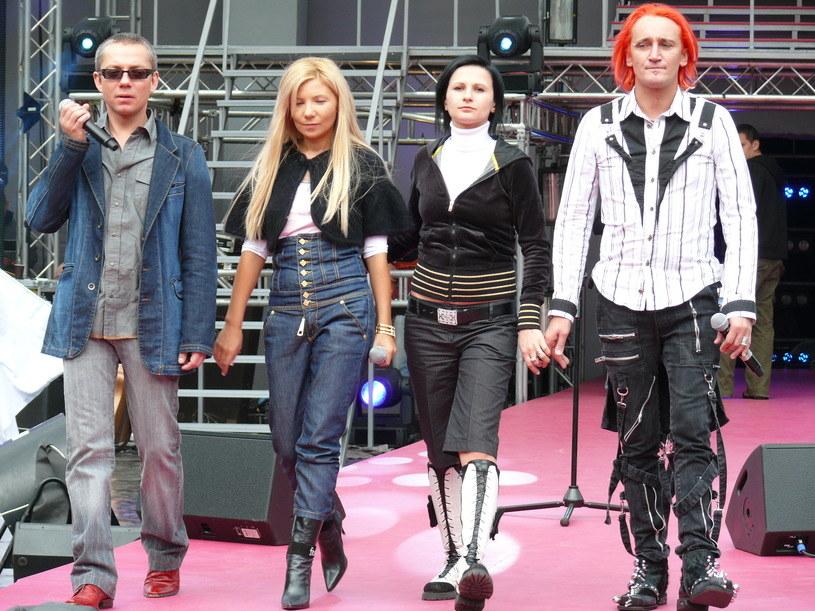 Zespół Ich Troje w 2007 roku. Od lewej: Jacek Łągwa, Magda Femme, Ania Wiśniewska i Michał Wiśniewski /Tomek Piekarski /MWMedia