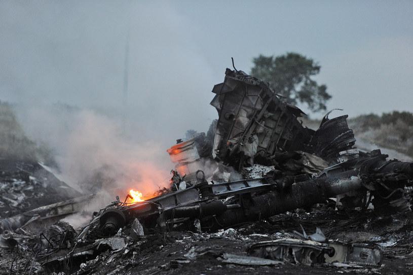 Zestrzelony samolot na Ukrainie /AFP