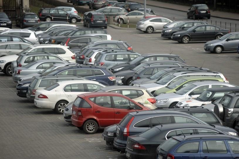 """Zgodnie z wyrokiem włoskiego sądu, na wielu parkingach można zaobserwować """"przemoc"""" /Wojciech Stróżyk /Reporter"""
