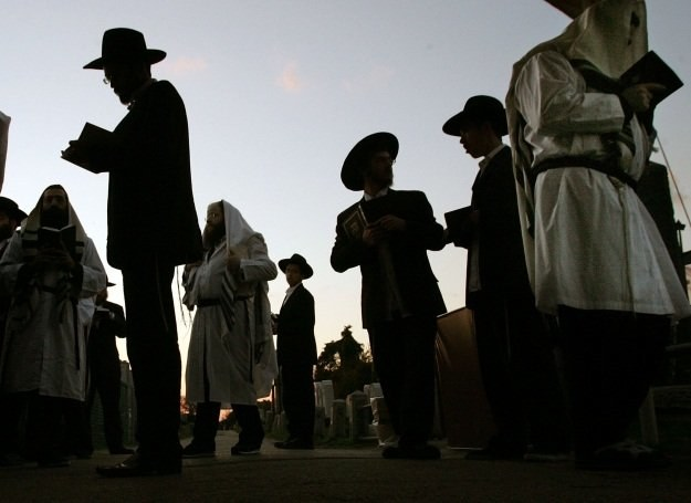 Zgodnie z żydowską tradycją pogrzeb powinien zostać zorganizowany w ciągu doby od zgonu /Getty Images/Flash Press Media