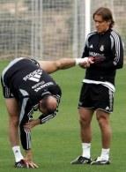 Zidane i Salgado na treningu przed meczem z Dynamem Kijów /AFP